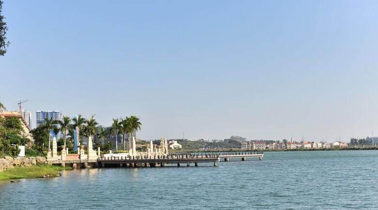 蓝湾湖畔实景图