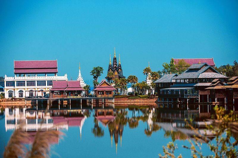 勐巴拉雨林小镇隐于城市 湖光山色,诗意生活在此开启